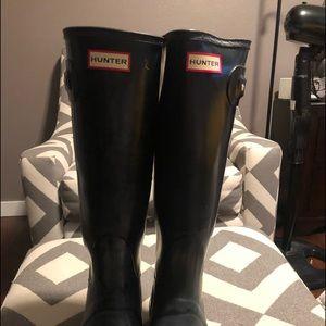 Tall Black Hunter Gloss Boots